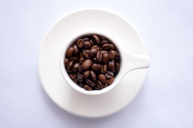 Kaffeebohnen Siebträgermaschine Kaffeetasse